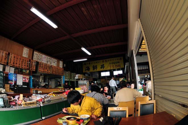 市場の食堂01.jpg