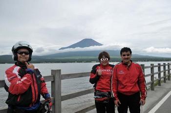DSC_5996 の山中湖と三人.jpg